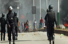 Des forces de polices dispersent des manifestants à Conakry