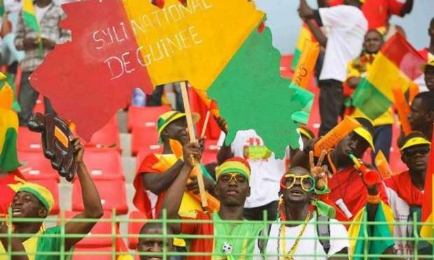 Des supporters du Sily National